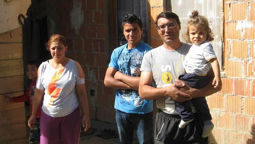Бездомная семья начинает новую жизнь