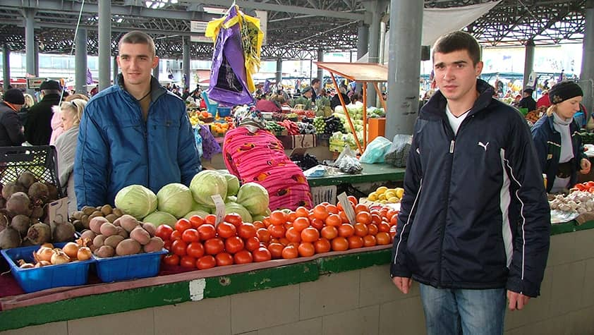 George from Moldova: Delivery and sale of fruits and vegetables